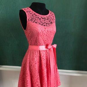 Short stretch lace dress